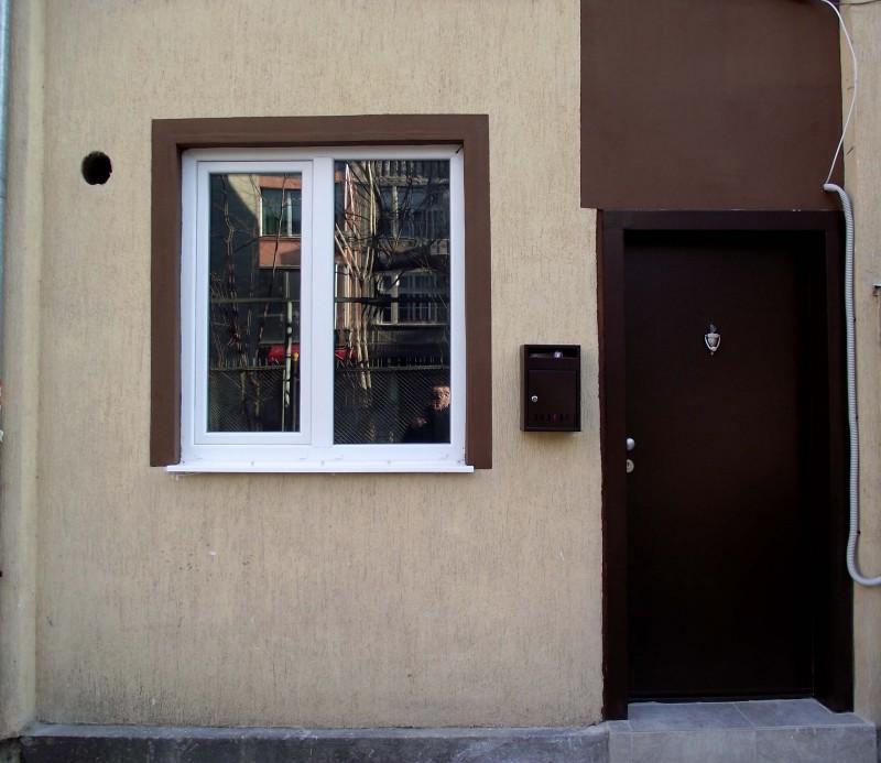Поставяне на подпрозоречна дъска и оформяне външна фасада след монтаж на прозорец