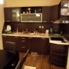 В кухнята са вградени стъклокерамичен плот с фурна и аспиратор, както и мивка със смесител